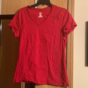Hanes red tee
